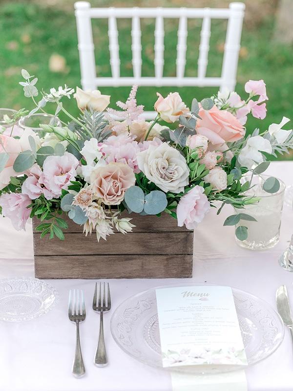 floral-girl-baptism-decoration-ideas-romantic-details-pastel-hues_07x