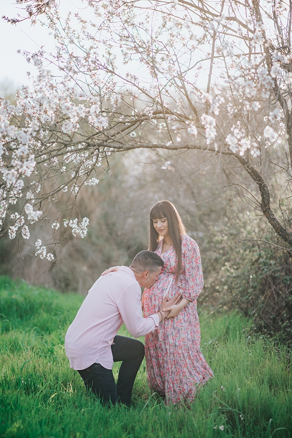 sweet-prenatal-session-blooming-almond-trees_01x