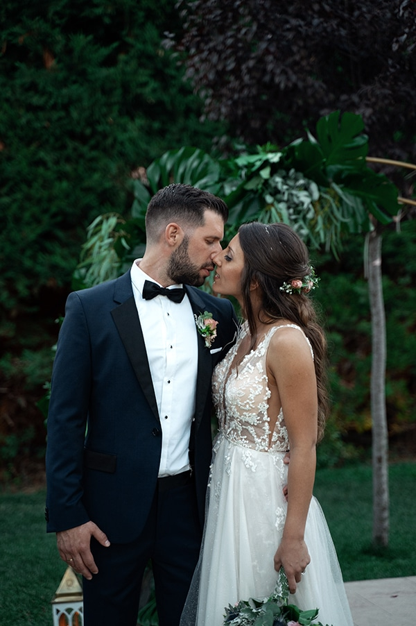 tropical-summer-wedding-athens-gold-colors_11x