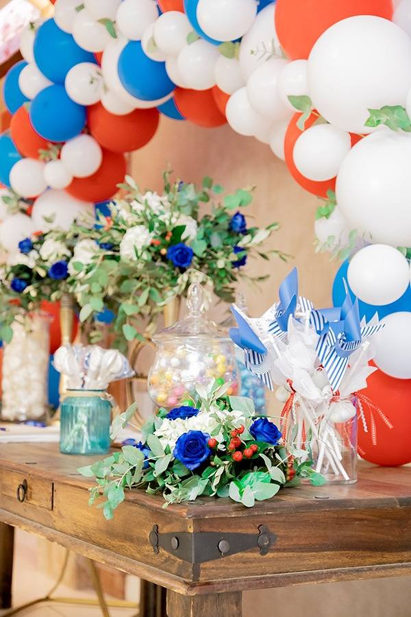 beautiful-boy-baptism-decoration-ideas-montern-details-red-blue-hues_01