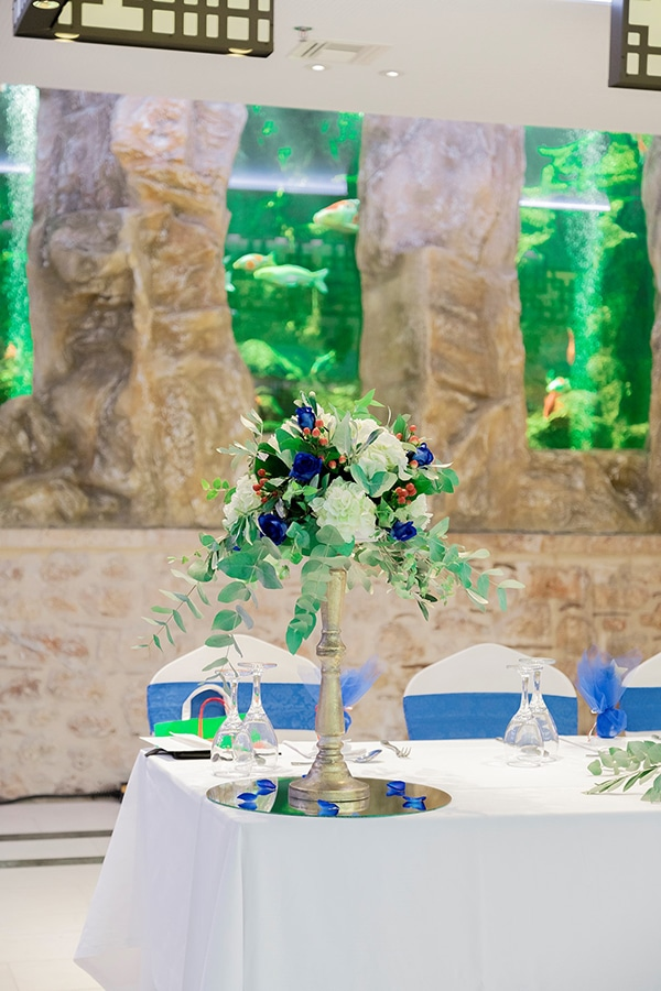 beautiful-boy-baptism-decoration-ideas-montern-details-red-blue-hues_03x
