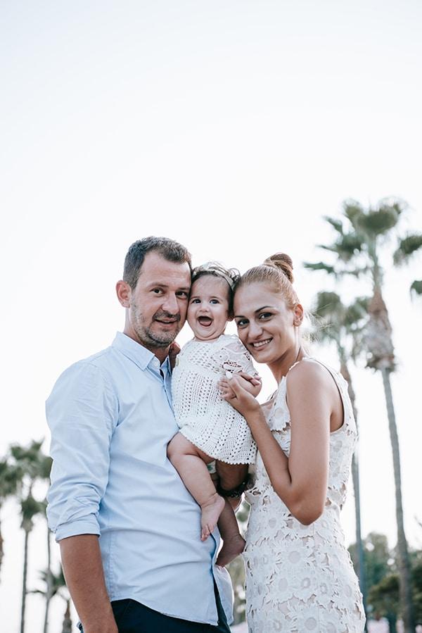 beautiful-family-shoot-seaside-location-happy-mood_01x