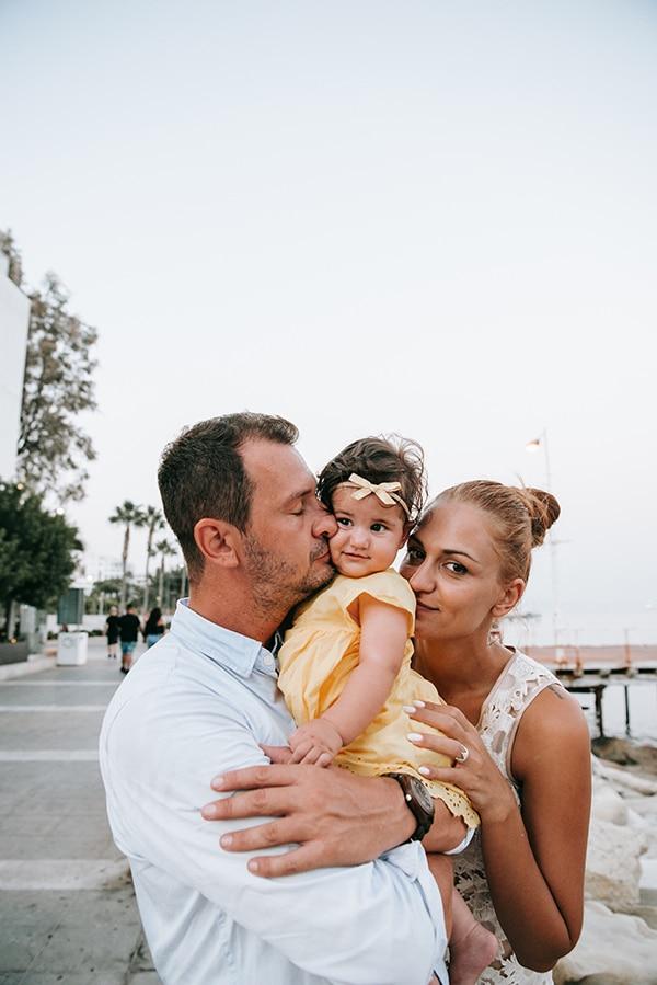 beautiful-family-shoot-seaside-location-happy-mood_02x