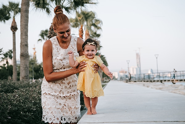 beautiful-family-shoot-seaside-location-happy-mood_03