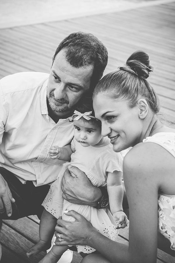 beautiful-family-shoot-seaside-location-happy-mood_05