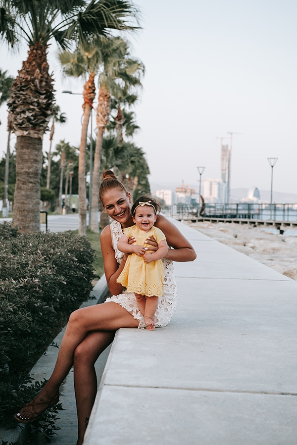 beautiful-family-shoot-seaside-location-happy-mood_06x