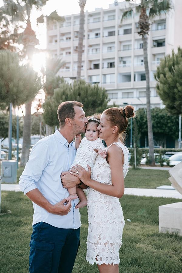 beautiful-family-shoot-seaside-location-happy-mood_07x