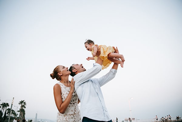 beautiful-family-shoot-seaside-location-happy-mood_10