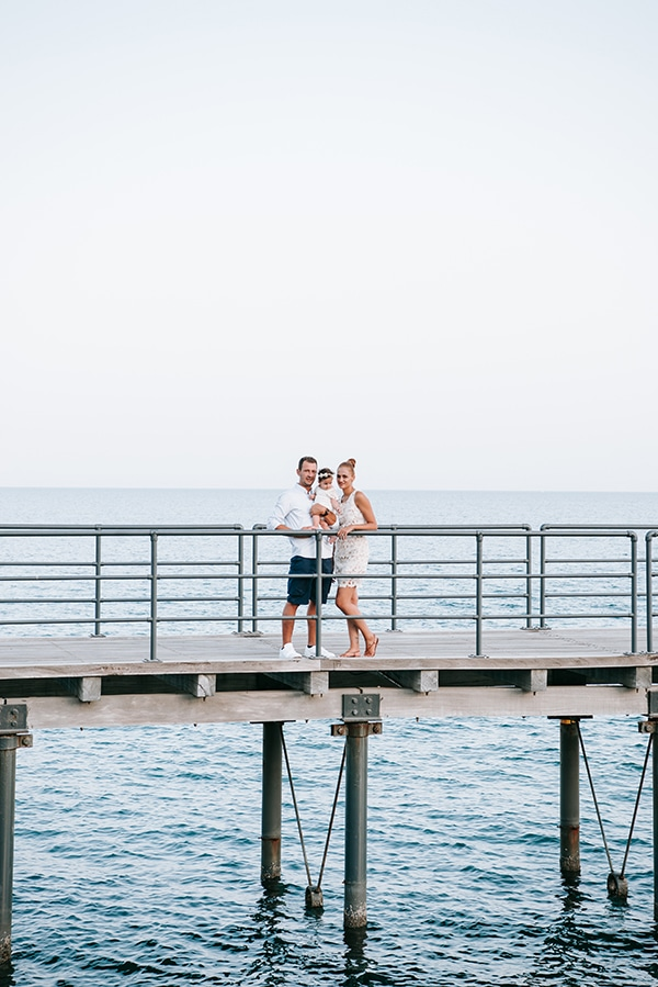 beautiful-family-shoot-seaside-location-happy-mood_11