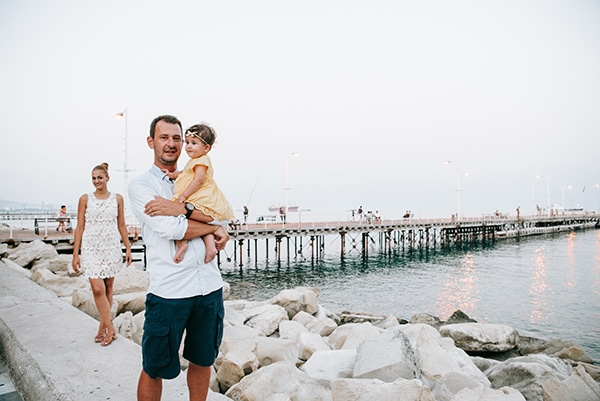 beautiful-family-shoot-seaside-location-happy-mood_12