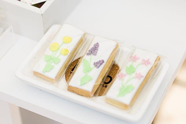 floral-decoration-ideas-girl-baptism-field-flowers_03