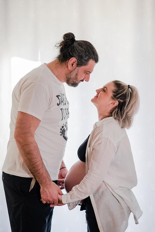 lovely-prenatal-photosession-heartfelt-moments_06