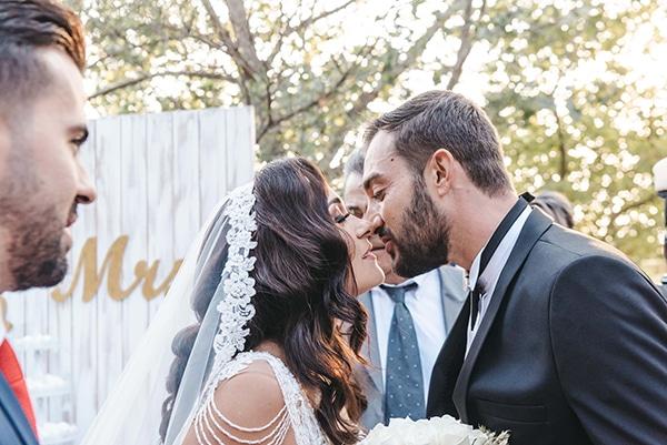romantic-fall-wedding-thessaloniki-white-roses-grain_23