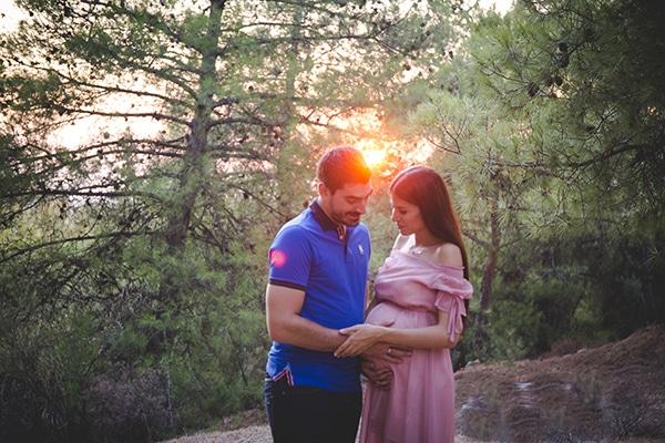 romantic-prenatal-shoot-forest_05