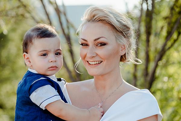 summer-boy-baptism-thessaloniki-white-roses-dusty-blue-hydrangeas_01x