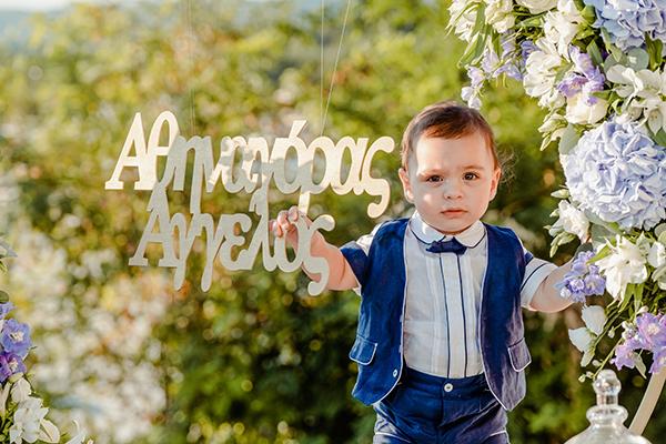 summer-boy-baptism-thessaloniki-white-roses-dusty-blue-hydrangeas_09x