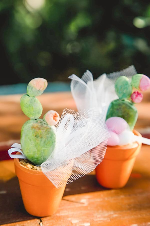 bohemian-floral-decoration-ideas-girl-baptism-cactus-themed_06