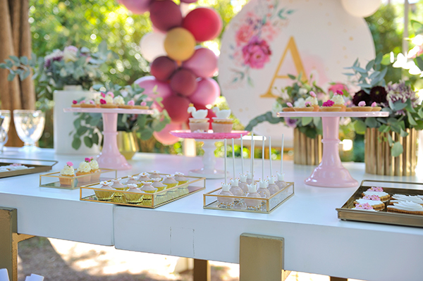 girly-baptism-thessaloniki-balloons-themed-white-swan_07