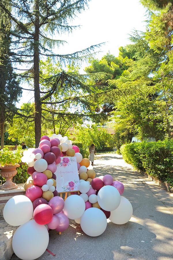 girly-baptism-thessaloniki-balloons-themed-white-swan_07x