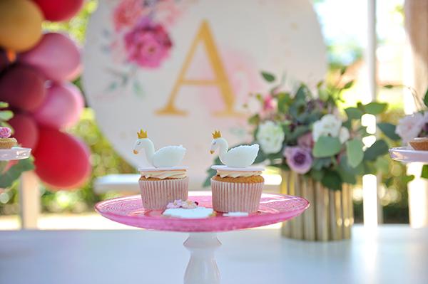girly-baptism-thessaloniki-balloons-themed-white-swan_11