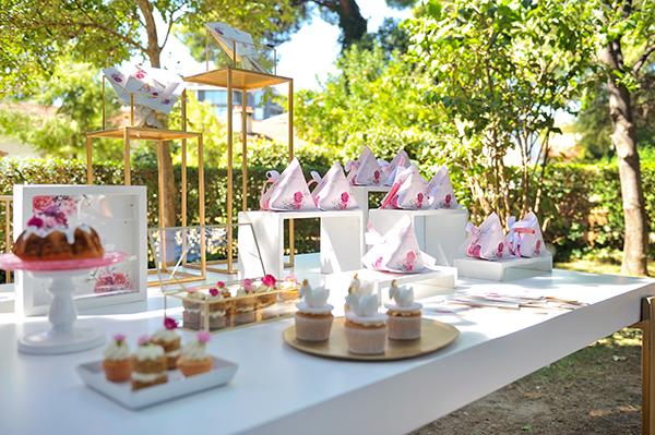 girly-baptism-thessaloniki-balloons-themed-white-swan_15