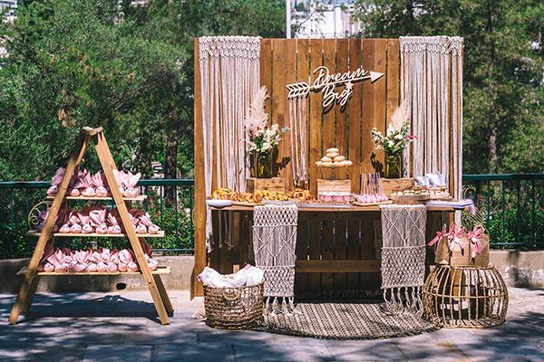 impressive-bohemian-decoration-pampas-grass-roses-girl-baptism_01