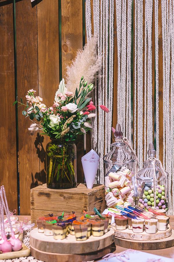 impressive-bohemian-decoration-pampas-grass-roses-girl-baptism_02