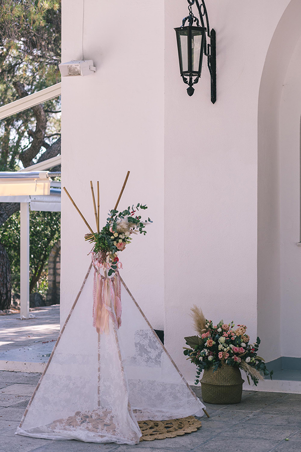 impressive-bohemian-decoration-pampas-grass-roses-girl-baptism_04x