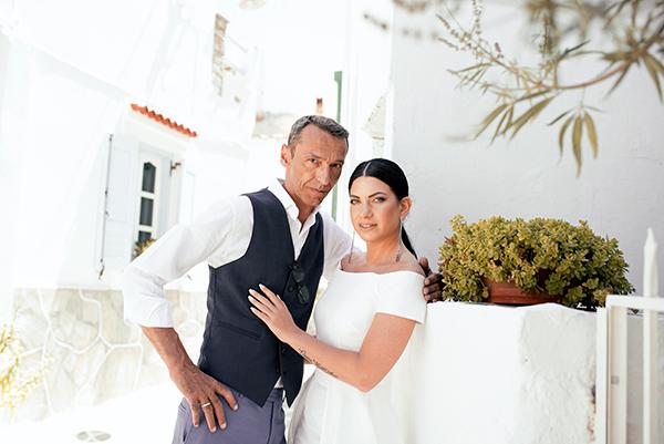 romantic-summer-wedding-kythnos-white-peonies-roses_01