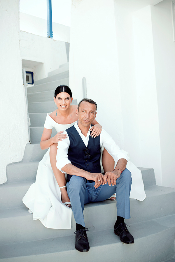romantic-summer-wedding-kythnos-white-peonies-roses_02