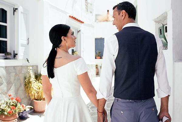 romantic-summer-wedding-kythnos-white-peonies-roses_04