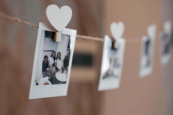 romantic-summer-wedding-kythnos-white-peonies-roses_09x