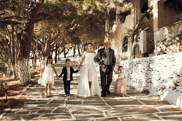 romantic-summer-wedding-kythnos-white-peonies-roses_14