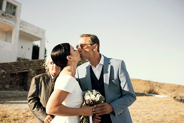 romantic-summer-wedding-kythnos-white-peonies-roses_17