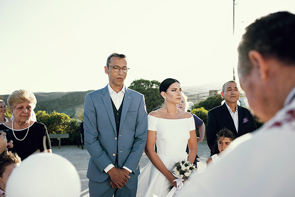 romantic-summer-wedding-kythnos-white-peonies-roses_18