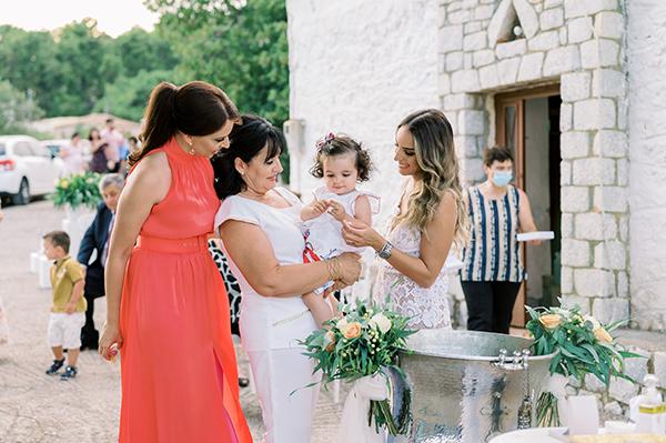 impressive-baptism-girl-spring-roses-somon-ivory-hues_17