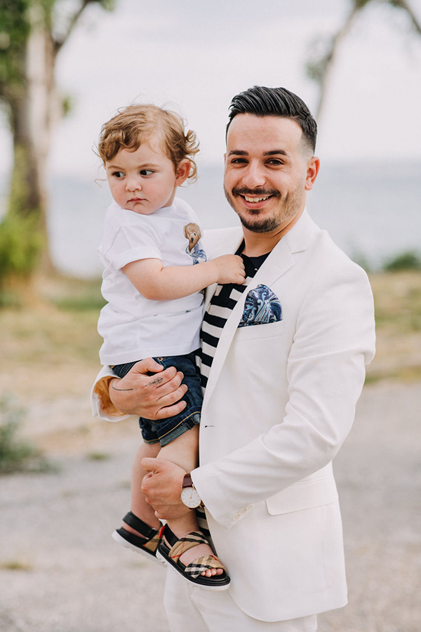 summer-baptism-boy-thessaloniki-hydrangeas-lycianthus-white-light-hues_02x