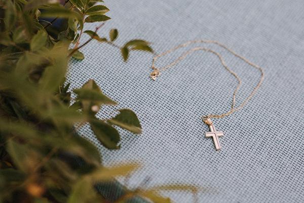 summer-baptism-boy-thessaloniki-hydrangeas-lycianthus-white-light-hues_06